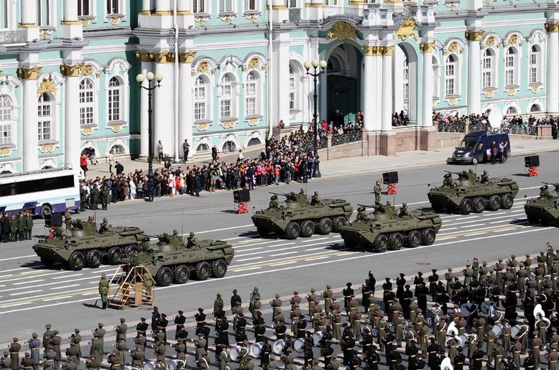 Парад 9 мая ко Дню Победы в Санкт-Петербурге