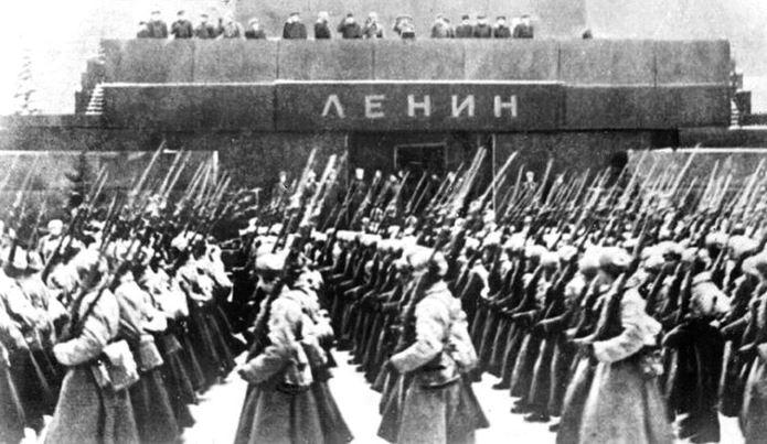 Парад 7 ноября 1941 года на Красной площади в Москве